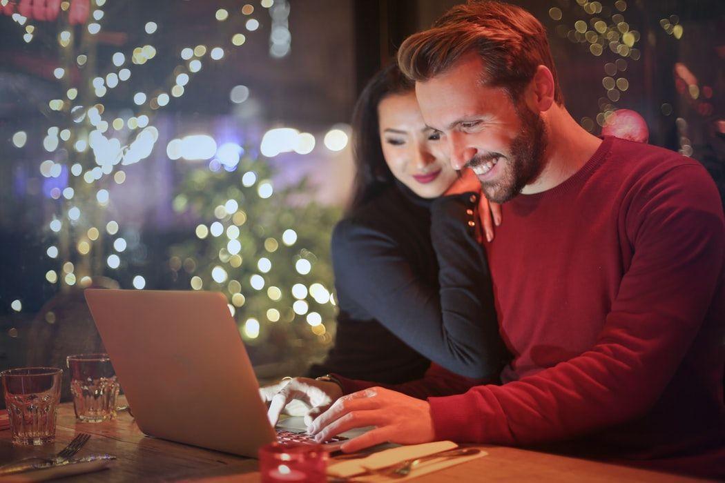 Kokie yra geriausi klausimai, kaip gerai mane pažįsti? 25 gerai žinomi klausimai poroms, tyrinėjančioms meilę, santuoką, draugystę, tėvystę